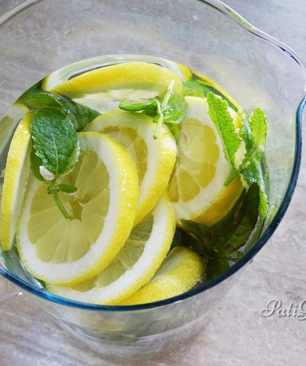 Klasyczna woda z cytryną i miętą - Zimne