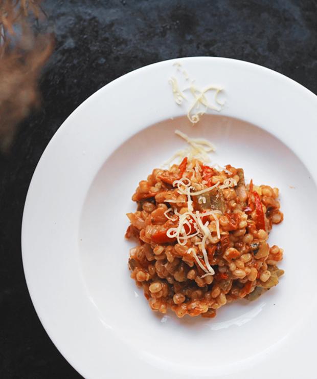 pęczotto z czerwoną papryką, suszonymi pomidorami i serem - Dania z ryżu i kaszy