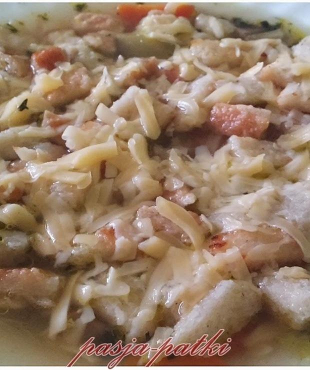 Zupa cebulowa z grzankami i żółtym serem - Z warzywami