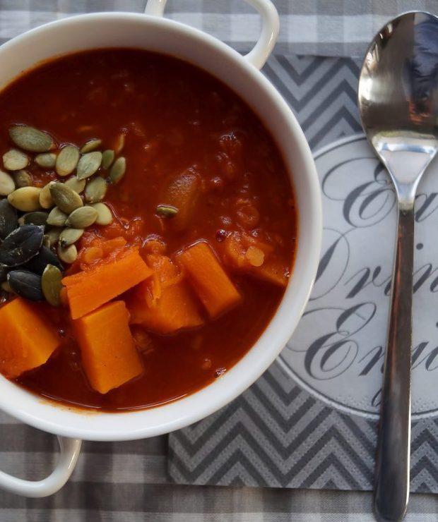 Gęsta zupa z dyni, pomidorów i czerwonej soczewicy - Z warzywami