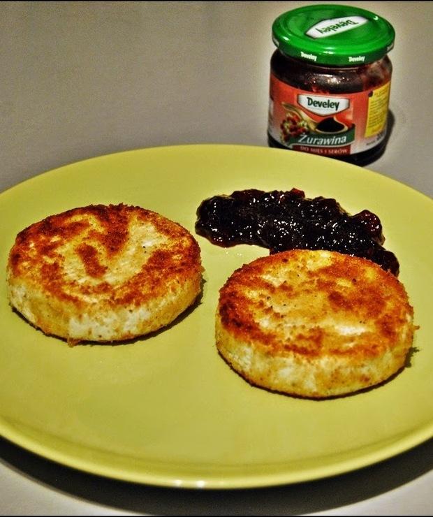 Camembert zapiekany z żurawiną - Na gorąco