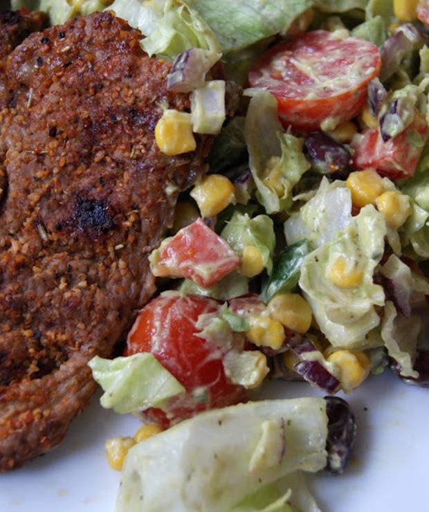 Sałata z dressingiem z awokado - Jarskie