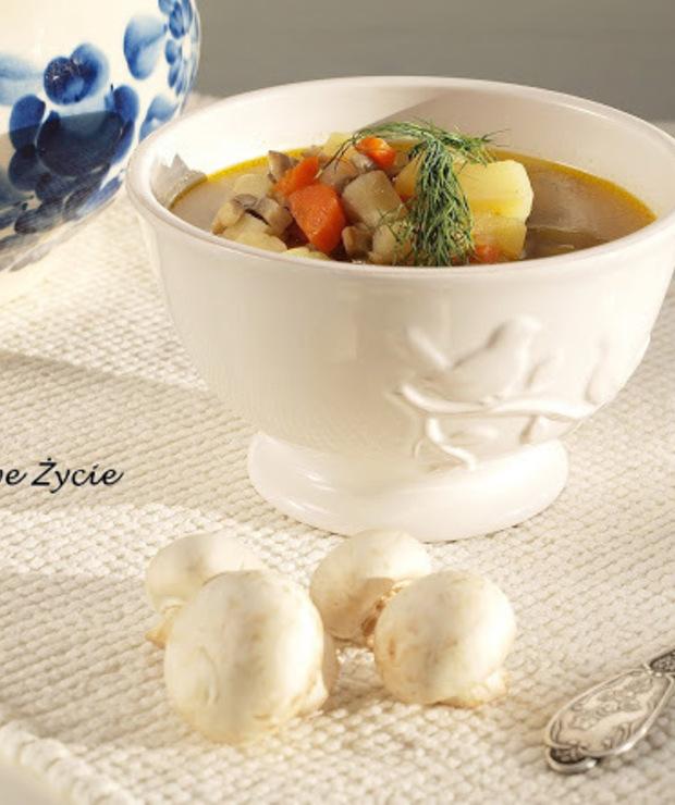Zupa pieczarkowa z ziemniakami - aromatyczna i smaczna - Z warzywami