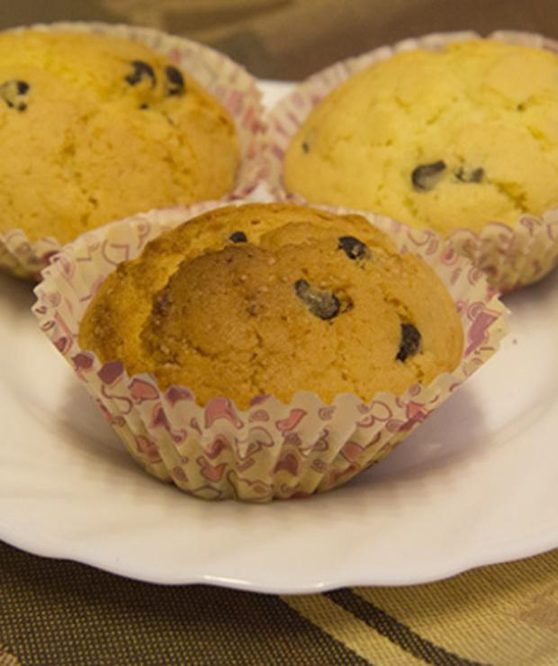 Babeczki waniliowe z kawałkami czekolady - Muffiny i babeczki