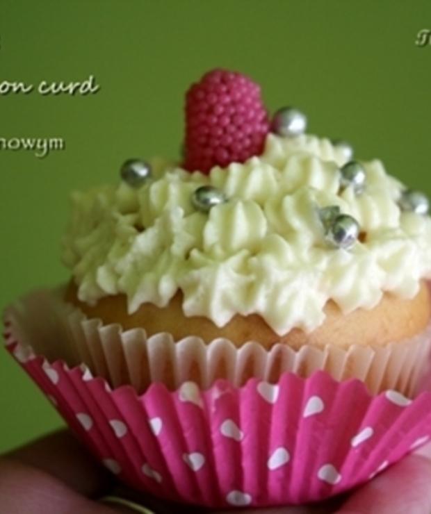 Cupcakes z lemon curd i kremem cytrynowym - Muffiny i babeczki