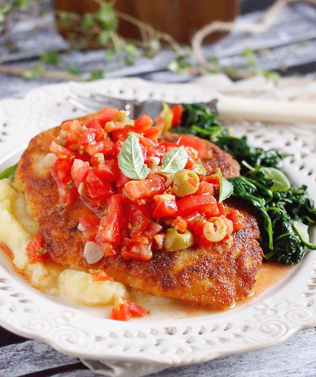 Panierowana pierś z kurczaka z salsą pomidorową / Chicken in Breadcrumbs With Tomato Salsa - Drób