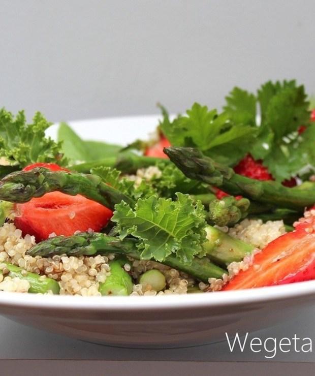 Sałatka ze szparagami i kaszą quinoa - Jarskie