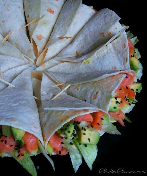 Mini Tortilla z Łososiem Wędzonym i Awokado - Łosoś