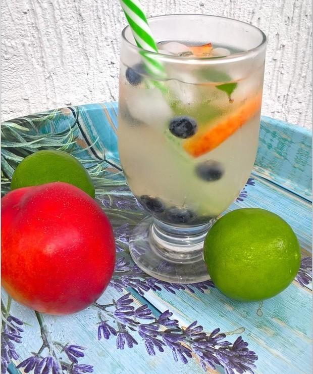 Miodowo-limonkowa woda smakowa (z całymi owocami) - Zimne