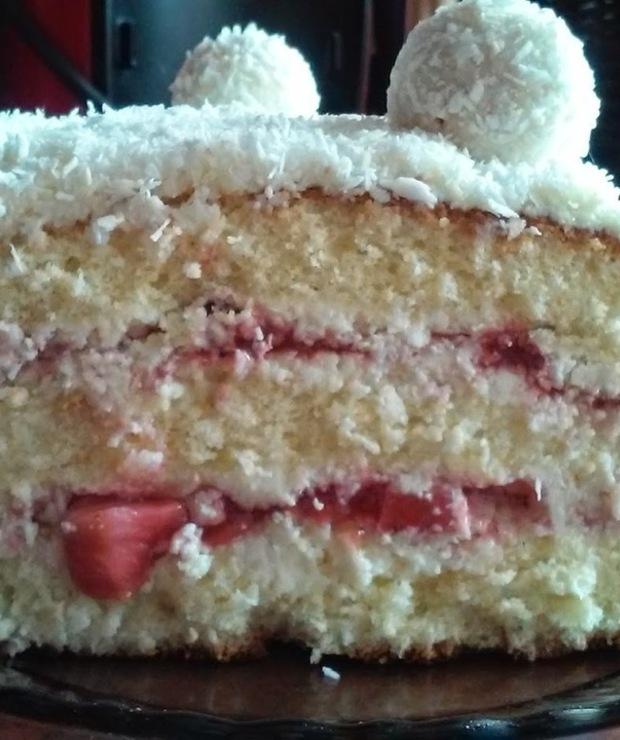 Tort Rafaello z truskawkami - Torty
