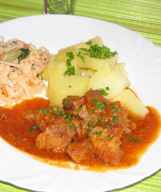 Mięso gulaszowe duszone w pomidorach - Wieprzowina