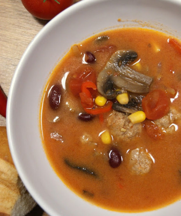 Pikantna zupa pomidorowa z pulpetami - Z mięsem
