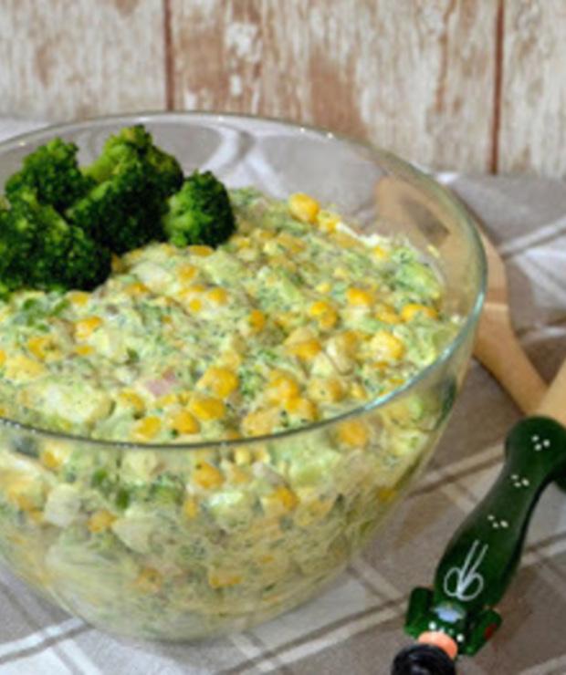 Sałatka z brokułem, jajkiem i szynką - Mięsne