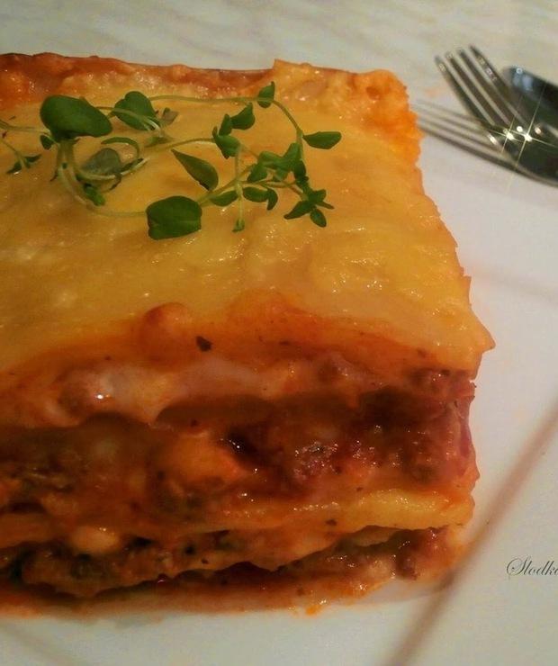 Lasagne z Mięsem, Sosem Pomidorowym i Beszamelowym - Dania z makaronu