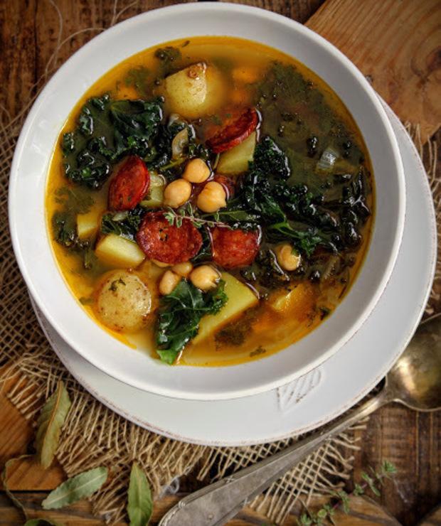 Zupa z jarmużem, ciecierzycą i chorizo - Z warzywami