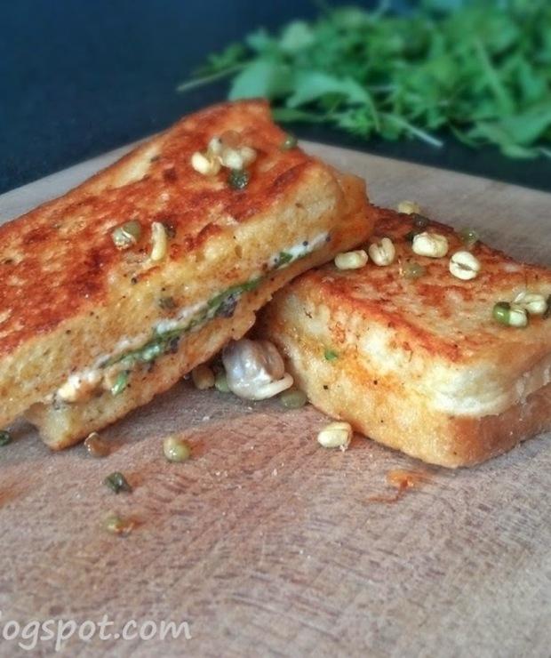 Tosty z łososiem, serkiem śmietankowym i rukolą - Kanapki i tosty