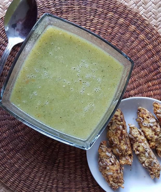 100% wegan i bezglutenowe danie: zupa brokułowa z pieczonymi paluchami jaglanymi - Z warzywami