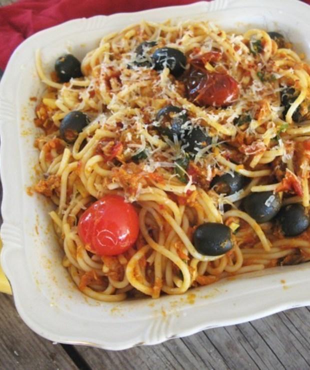 Spaghetti z wędzoną makrelą - Dania z makaronu