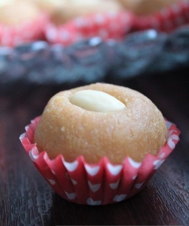 Migdałowo-kajmakowe kuleczki - Ciastka