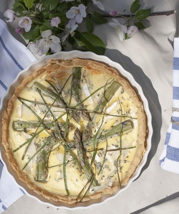 Quiche z zielonymi szparagami i kozim serem - Tarty wytrawne