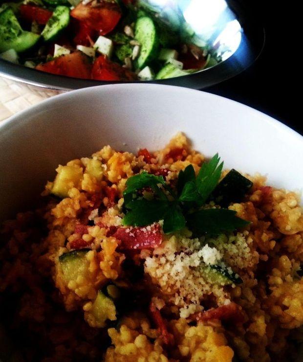Kasza jaglana z czerwoną soczewicą, cukinią i pomidorami suszonymi - Jarskie