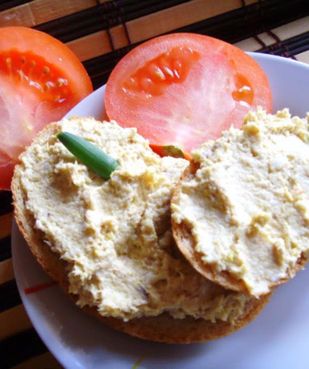 Pasta jajeczna z wędzoną makrelą - Pasty do chleba