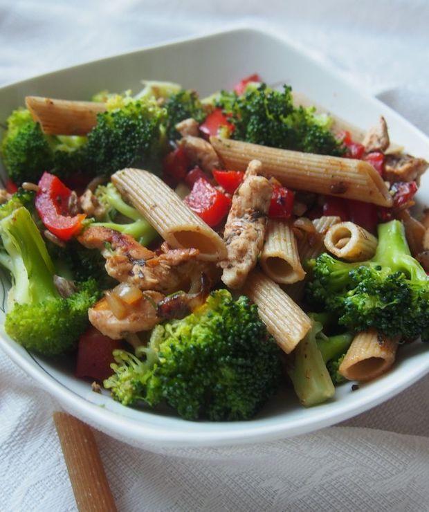 Kolorowe penne z brokułami - szybki obiad fit - Dania główne