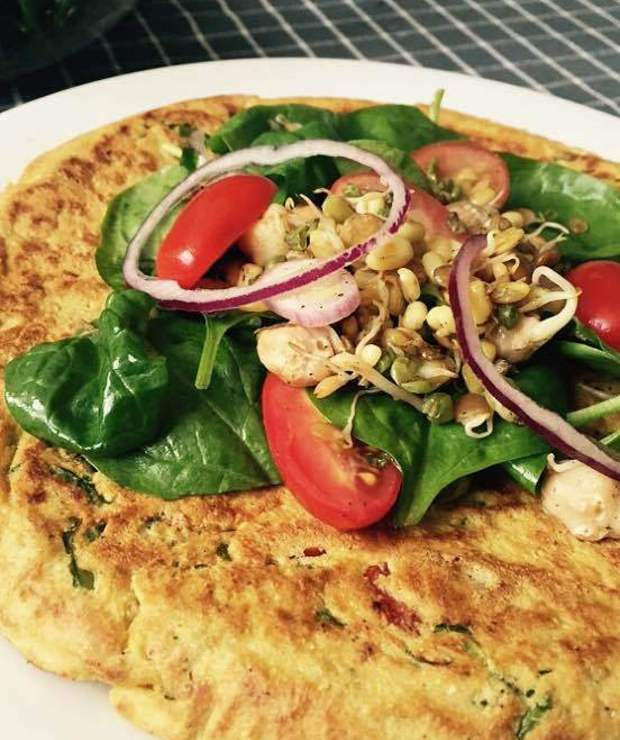 FRITTATA Z JARMUŻEM I POMIDORAMI - Jajka i omlety