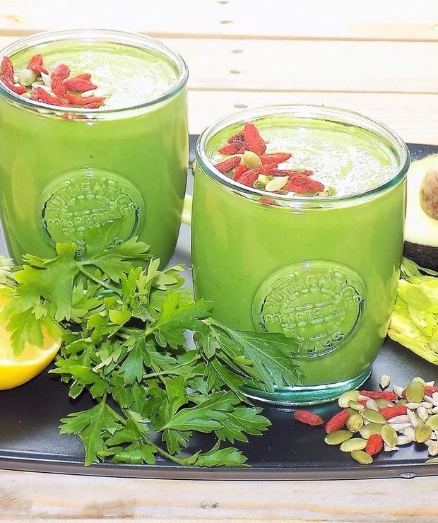Zielony Koktaj z Awokado i Szpinaku - Zimne
