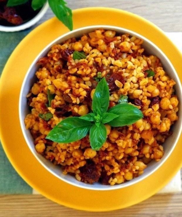 Kasza bulgur z suszonymi pomidorami i ciecierzycą - Dania z ryżu i kaszy
