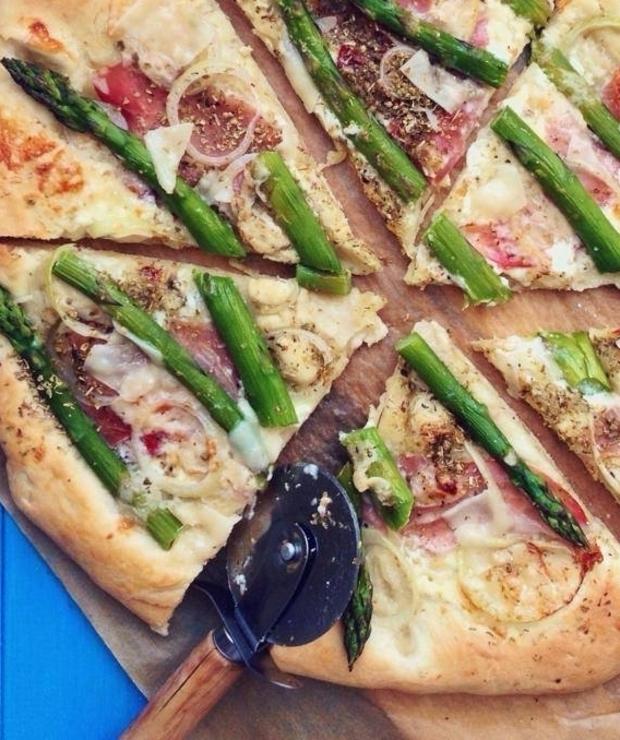 Pizza z zielonymi szparagami i mascarpone - Pizza i calzone