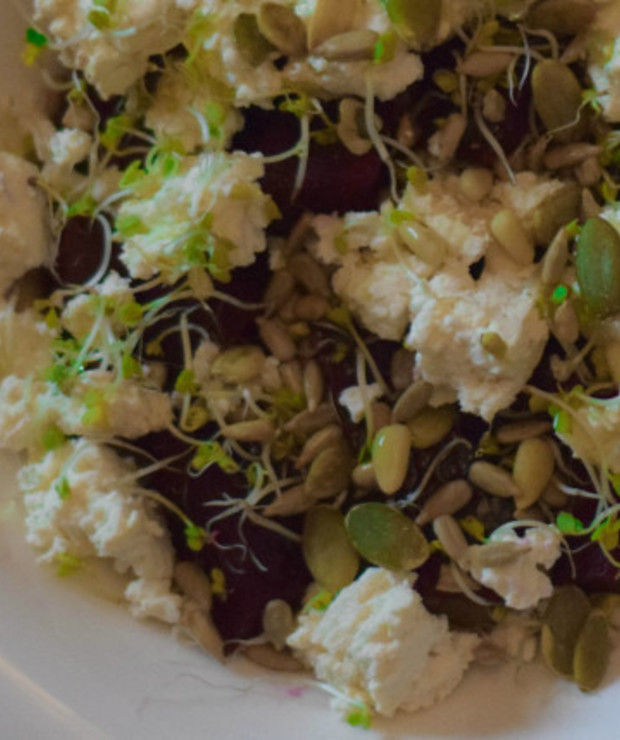 Sałatka z pieczonego buraka i wędzonego sera - Jarskie