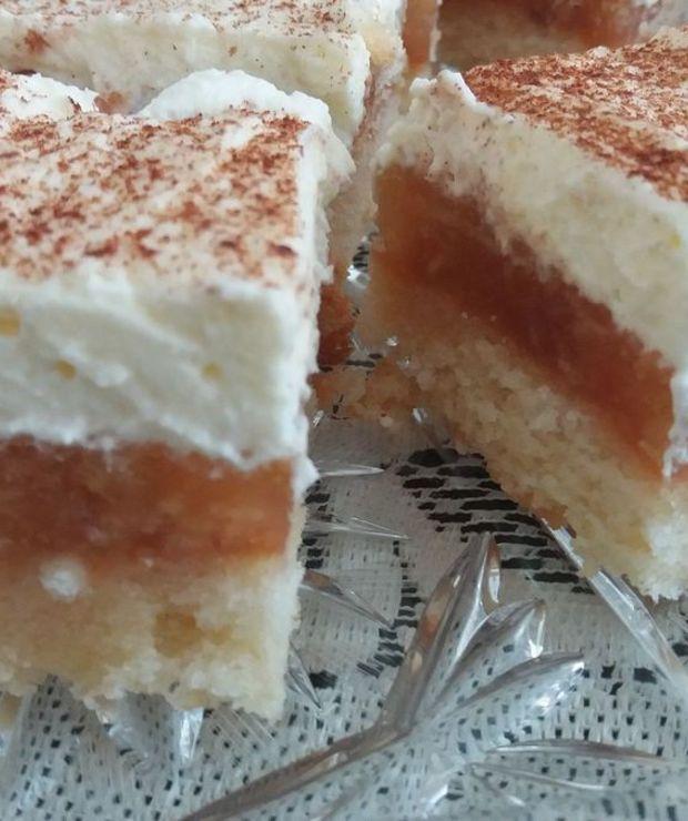 Ciasto Z Jablkami I Bita Smietana Targ Smaku
