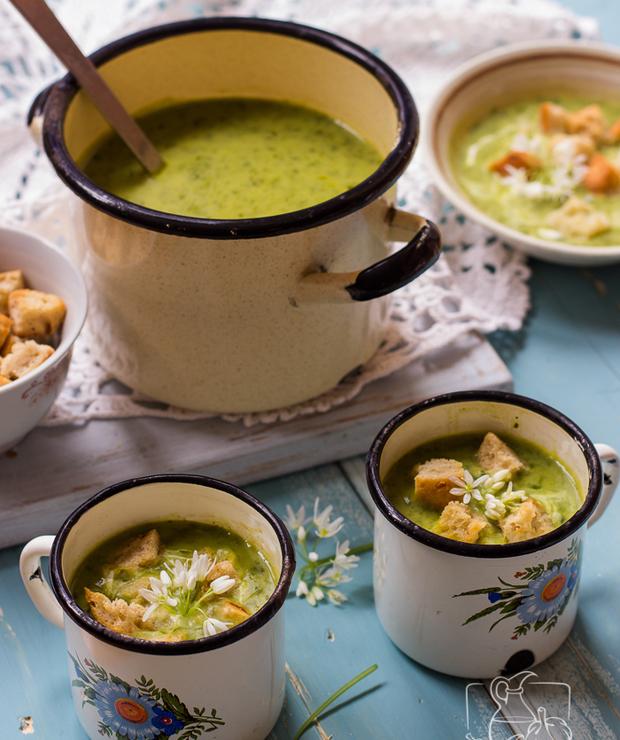 Prosta zupa z czosnku niedźwiedziego z grzankami czosnkowymi - Kremy