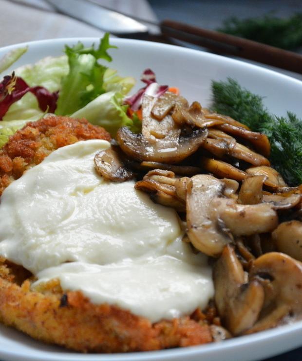 Sznycle cielęce z pieczarkami i mozzarellą - Cielęcina