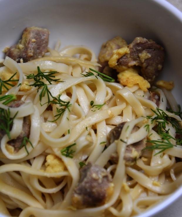 Pierś kaczki w cytrynie z makaronem chow mein - Drób