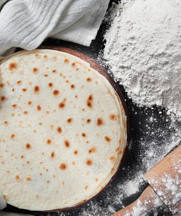 Domowa, miękka i elastyczna tortilla pszenna - Chleby