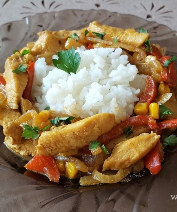 Kurczak w curry z papryką - Drób