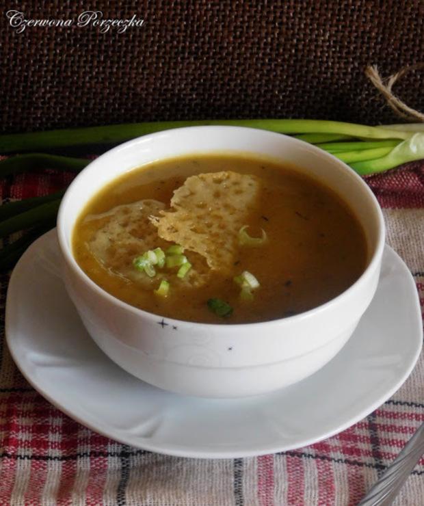 Zupa cebulowa z serowymi chipsami - Kremy