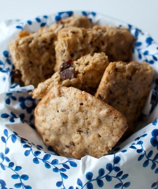 ciasteczka owsiane z siemieniem lnianym i rodzynkami - Ciastka