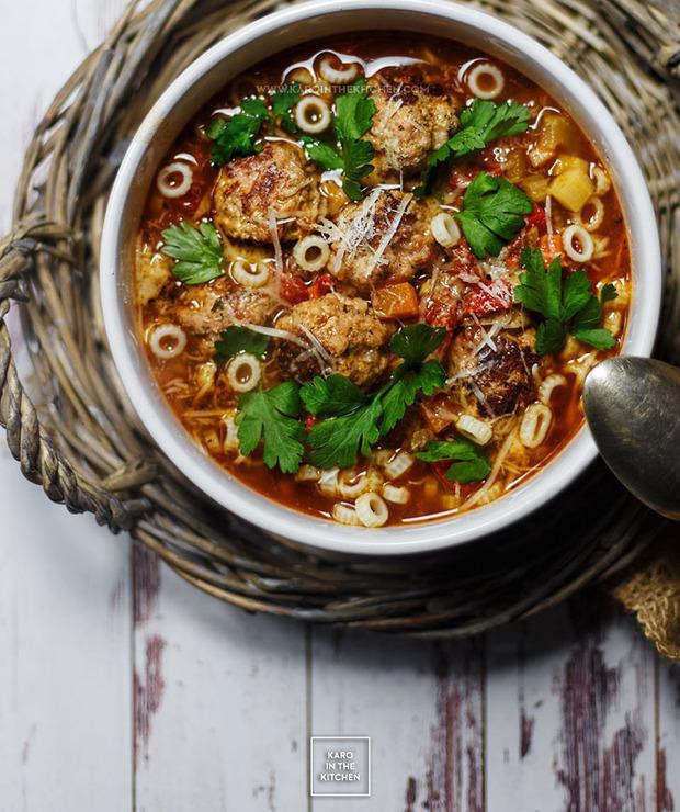 Włoska zupa pomidorowa z klopsikami z surowej kiełbasy - Wieprzowina
