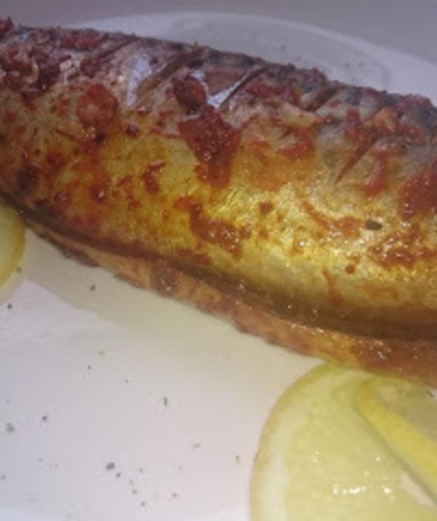 makrela pieczona w pomidorowo czosnkowym sosie - Makrela