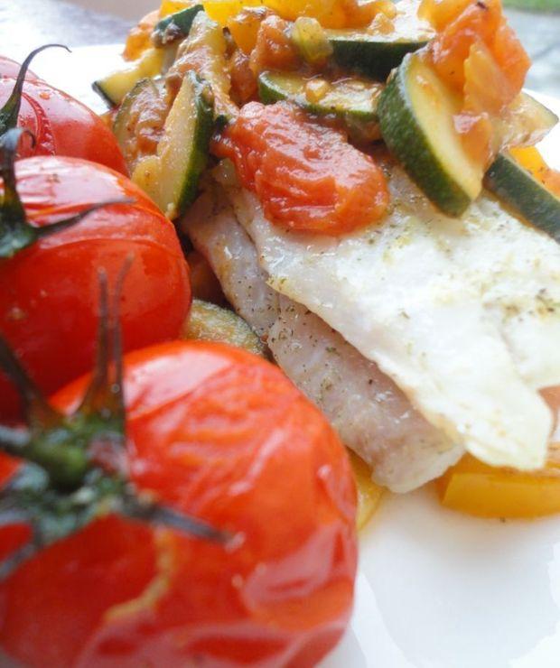 Pieczony filet dorsza z pomidorami i lekkim ratatouille - Dorsz