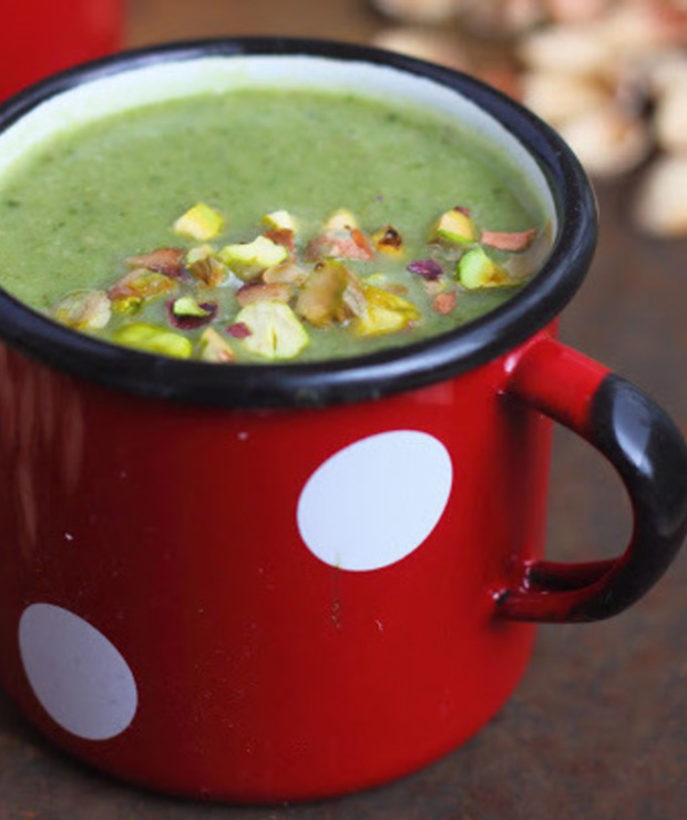 Zupa z zielonych warzyw z pistacjami - Kremy