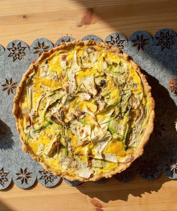Tarta z karmelizowaną gruszką, cukinią i serem blue - Tarty wytrawne
