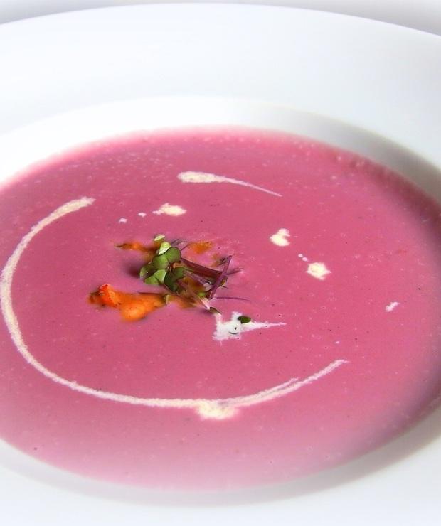 Zupa krem z czerwonej kapusty ze smażonym boczkiem i majerankiem - Kremy