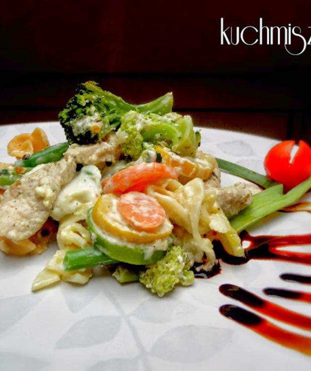 makaronowa zapiekanka z warzywami i kurczakiem… - Drób