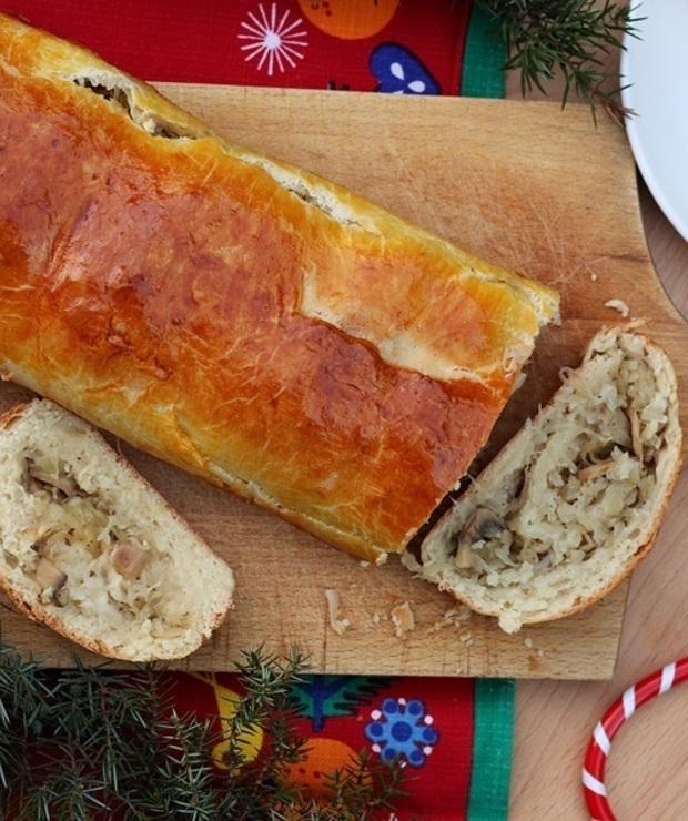 Kulebiak z kapustą kiszoną i pieczarkami - Na gorąco