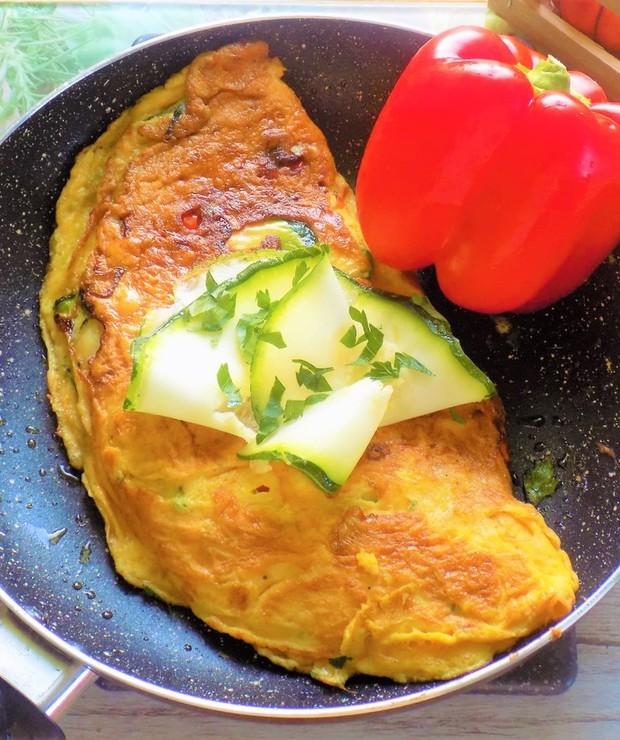 Omlet z Cukinią i Czerwoną Papryką - Jajka i omlety