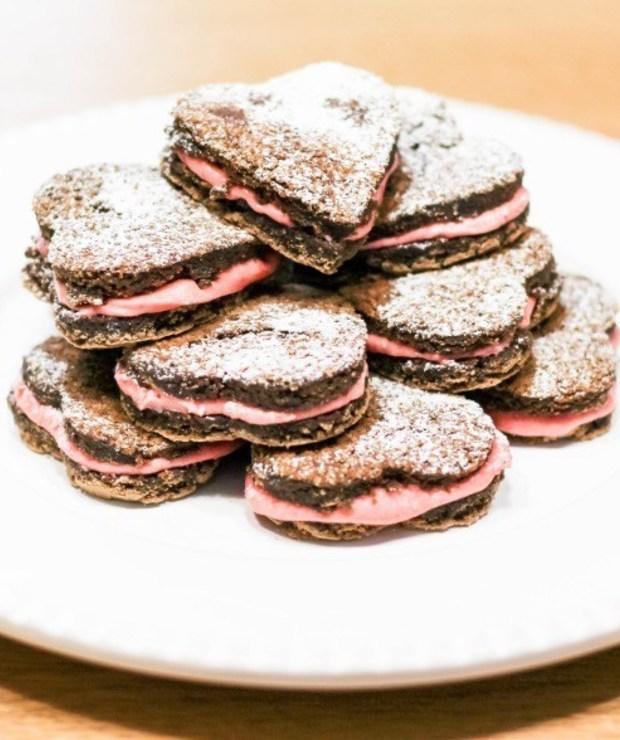 To już 100 przepisów! Walentynkowe ciastka brownie z truskawkami - Ciastka